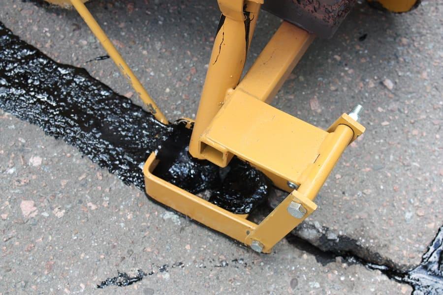 Мастика для ремонта трещин в асфальте